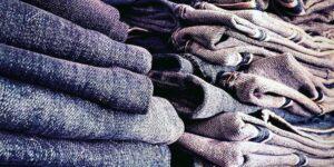 Jeansnörden från Enskede har 150 jeans i stugan